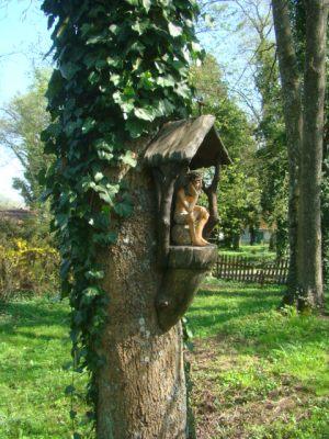 112.Kapliczka.na.drzewie